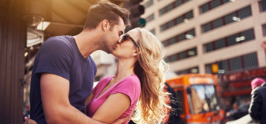 Performative Kissing: When and Why People Make Out in Public