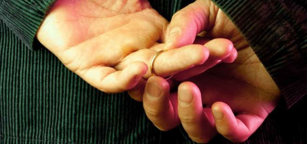 People Seem More Likely To Have Affairs Just Before Entering A New Decade Of Life