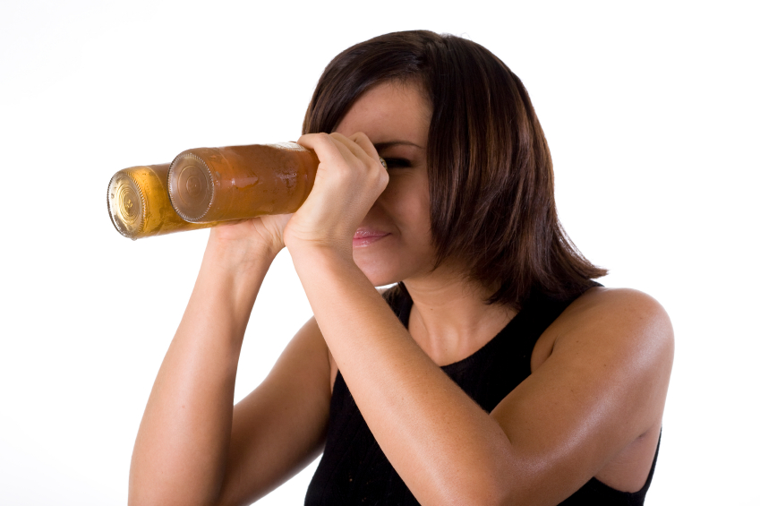 """The Science of """"Beer Goggles"""": Is Beauty In The Eye Of The Beer Holder?"""
